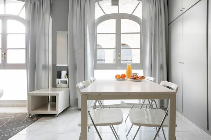BARCELONA | BRIGHT STUDIO IN CENTER|PG DE GRACIA¦