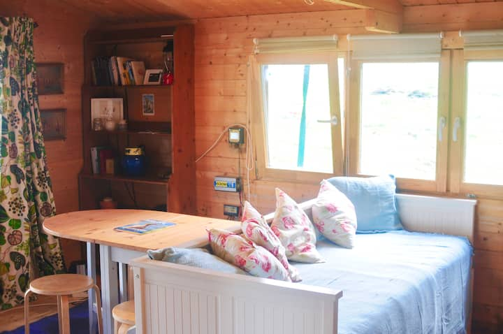 Corry Cabin - just off nc500, secluded & off grid