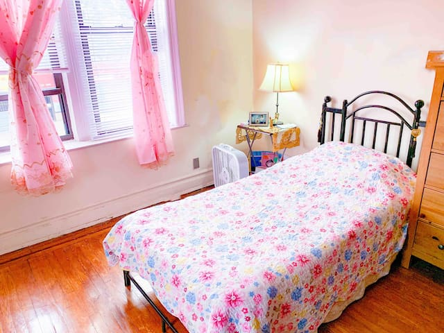 Room in Bensonhurst