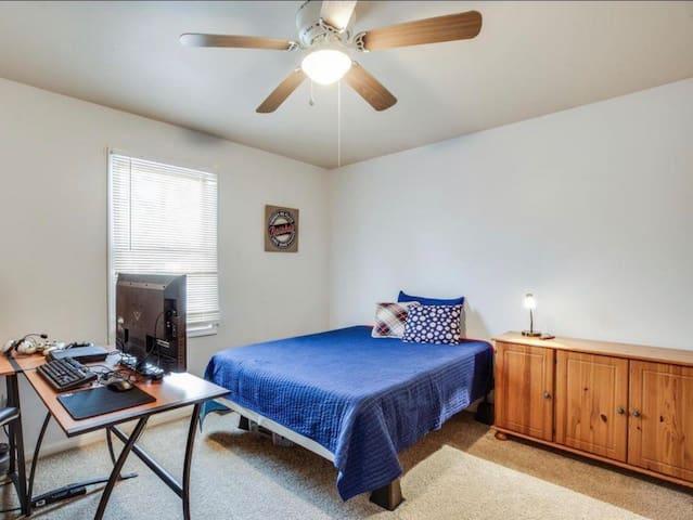 Private Bedroom near Fredericksburg Downtown
