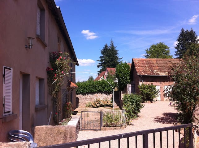 2 Bed French house in beautiful Burgundy