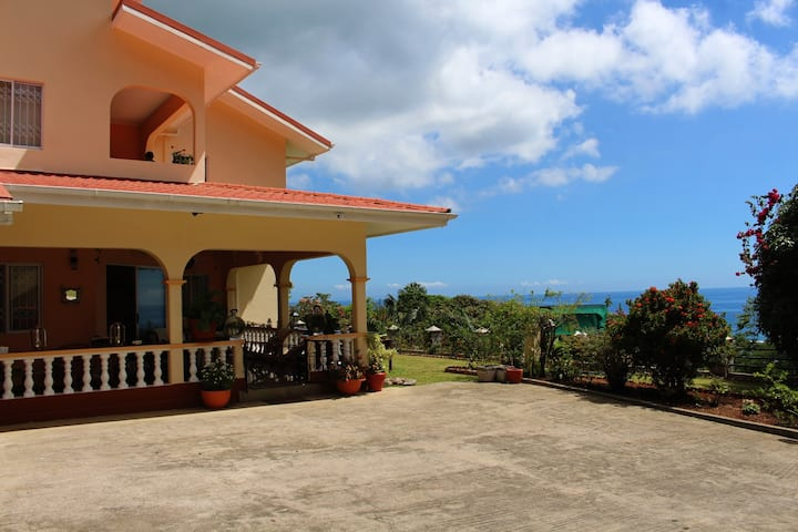 Mon Dezir Villa Au Cap with 180 degree Ocean View