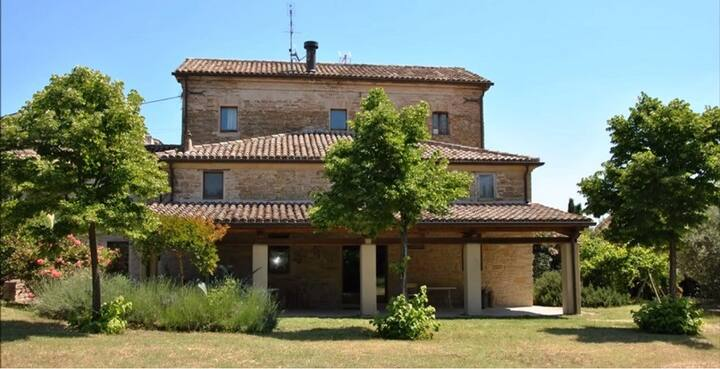 A Stone Farmhouse to discover the Marche region