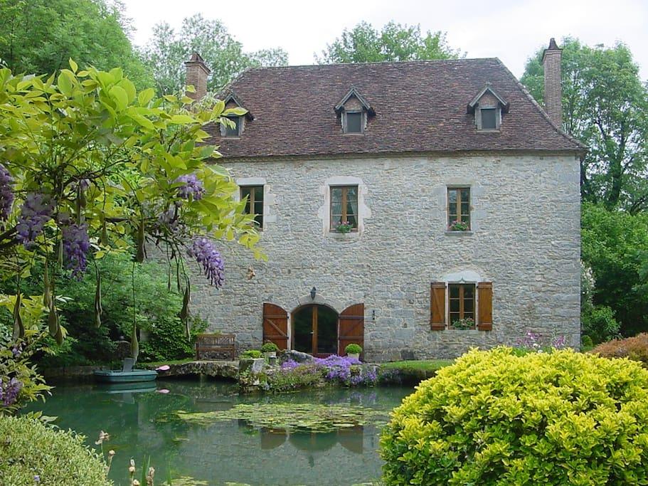chambres d 39 hotes moulin du goth creysse martel guest houses louer creysse occitanie france. Black Bedroom Furniture Sets. Home Design Ideas