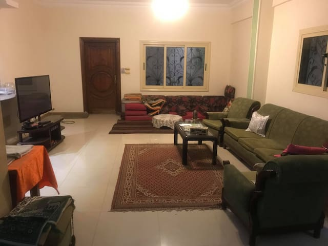 Moniem's Spacious Apartment (New Cairo)
