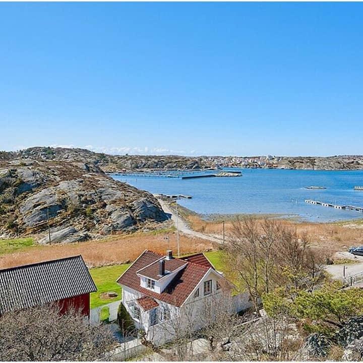 Mysigt hus i idyllisk skärgårdsmiljö, havsutsikt!