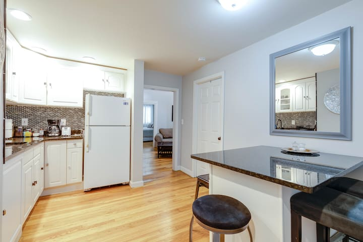 3BR Steps to Train & Airport, Close to Downtown