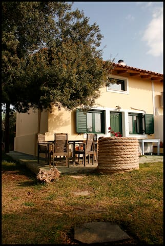 Olive Grove Country Cottage - Agii Theodori - Huis