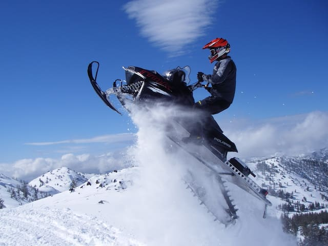 AREA ACTIVITIES: Experience the peaks of snowmobile adventure.  Many trails wind throughout both wooded and open sweeping open view trails.  Rentals are available through companies such as Mountain Adventures- the Rogue Valley's premier Snowmobile Rental Company.