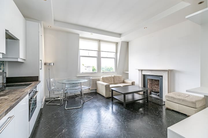 Fabulous two bedroom flat in the heart of Chelsea