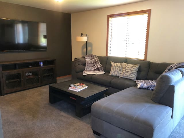 Close to downtown, lake, golf and state park