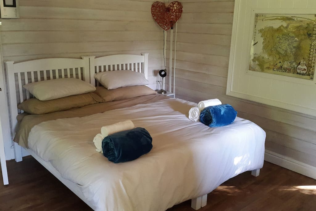 Main bedroom, king or twin beds
