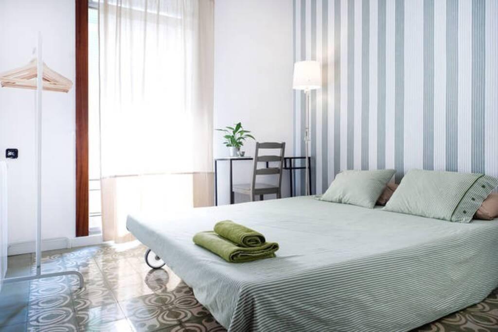 Stanza in appartamento centrale appartamenti in affitto for Appartamenti barcellona affitto economici