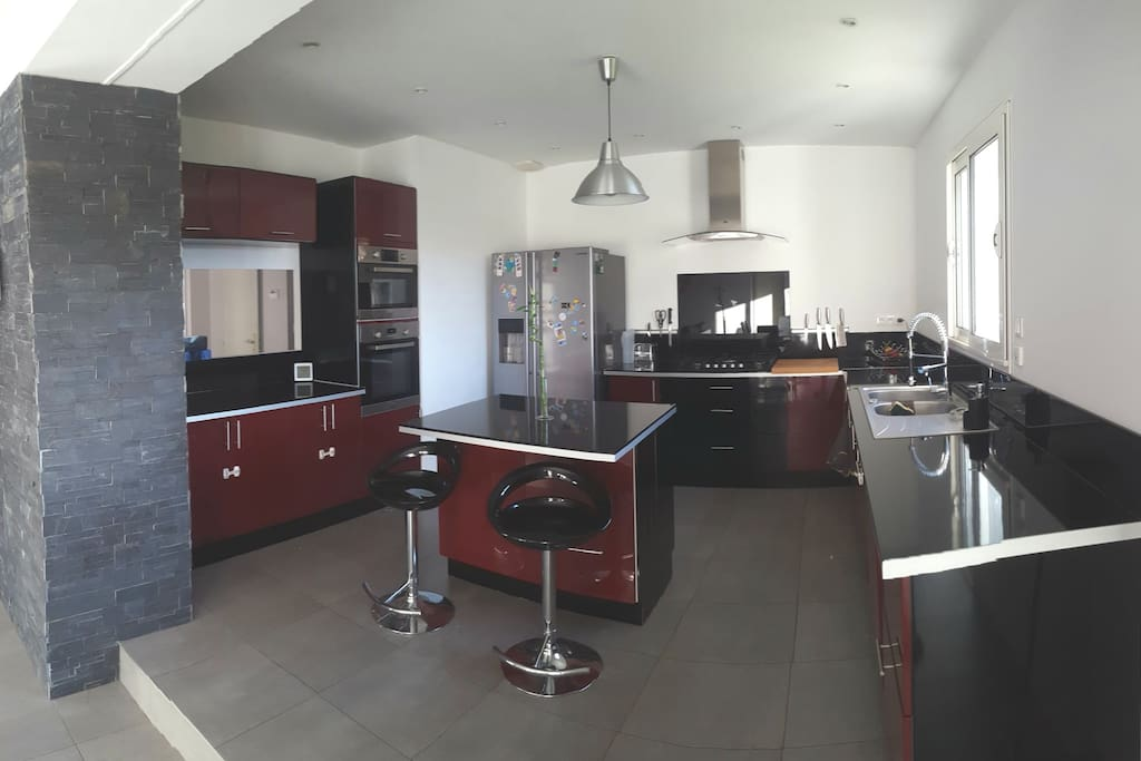 cuisine ouverte sur salon avec son îlot central