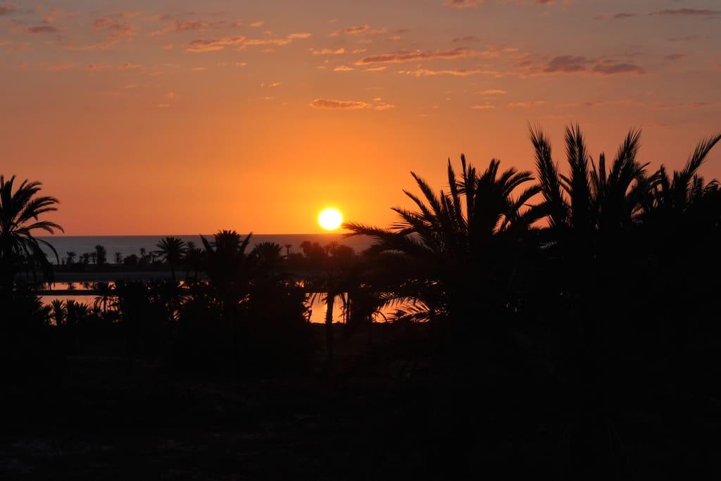 Lever de soleil sur la lagune... (vue de la terrasse)
