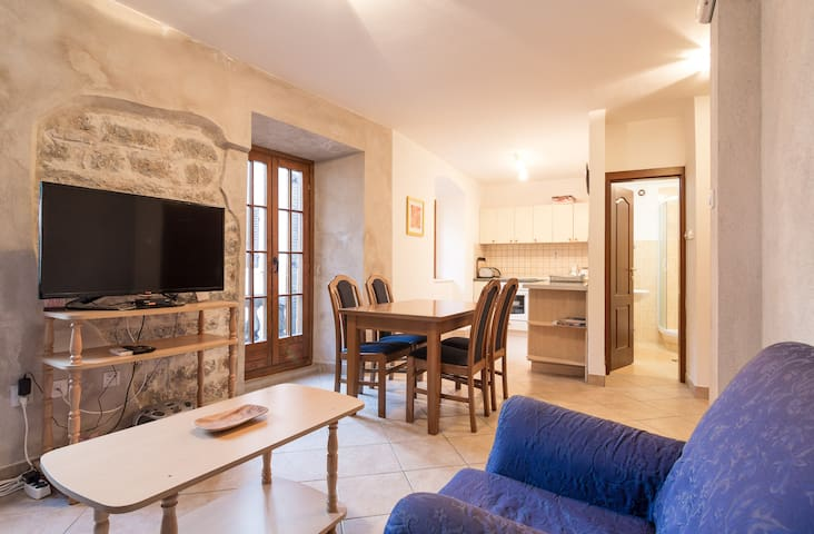KOTOR OLD TOWN 1 BEDROOM APARTMENT WITH BALCONY