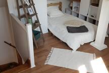 espace nuit - 1er lit à l'étage (1 personne 90x190)