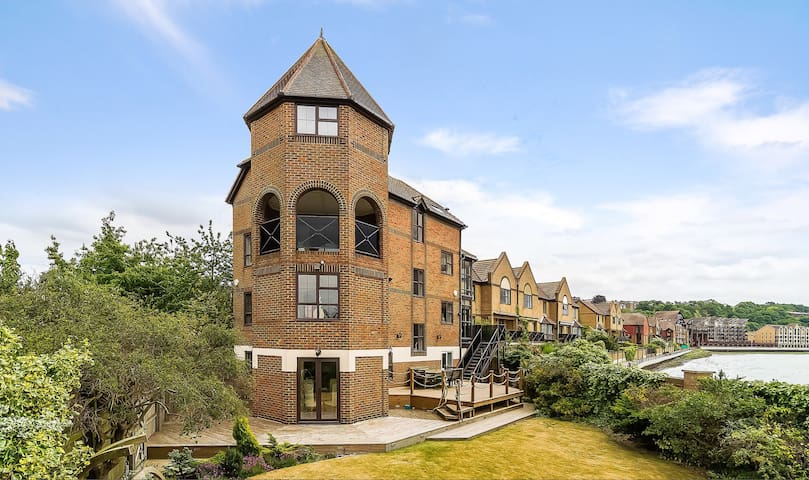 Fabulous Spacious Riverside House - Rochester - House