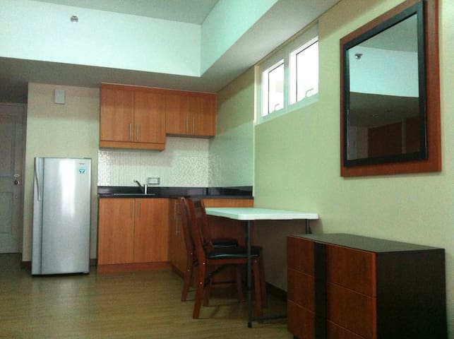 Spacious Celadon for 4 besides SM - Manila - Appartement