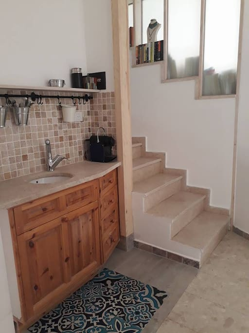 kitchenette-nesspreso Coffeemaker,Cooking plate, kettle  7 staircase  to the bedroom&shower