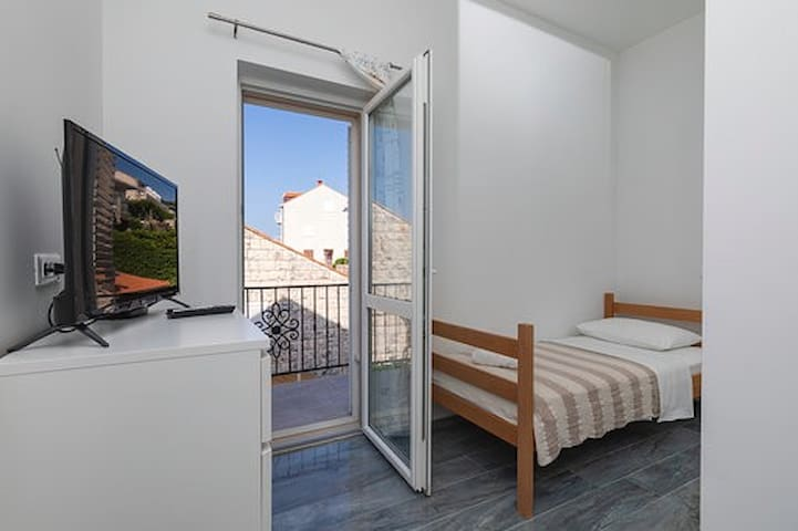 Private single room-top location-free parking