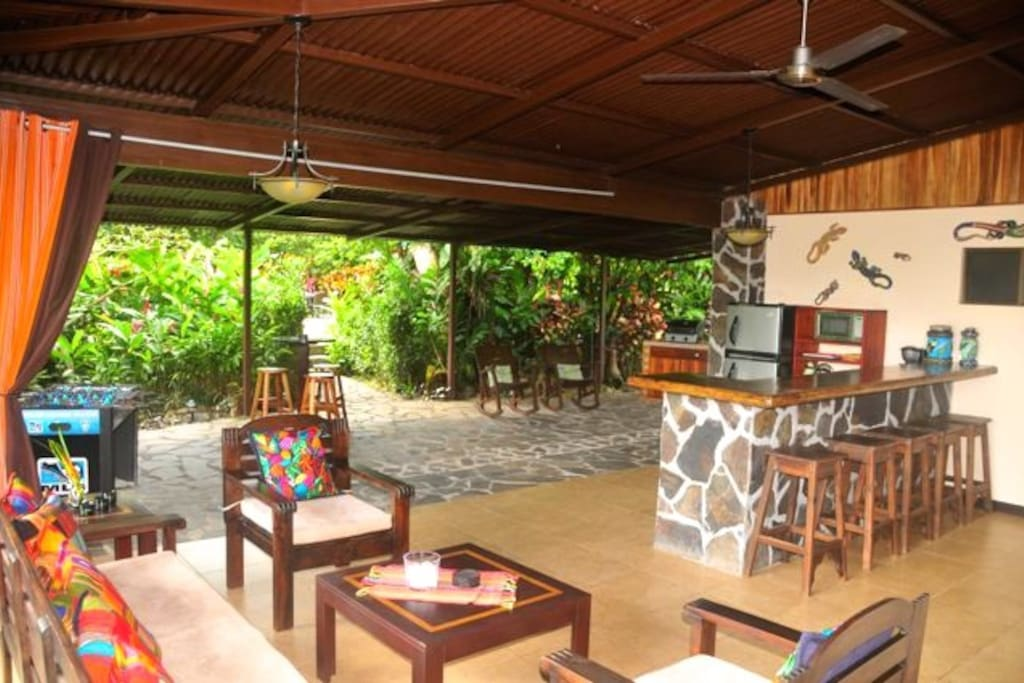 Large outdoor living area, kitchen & bar.
