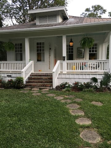 Upscale 2 BD house in Fondren.