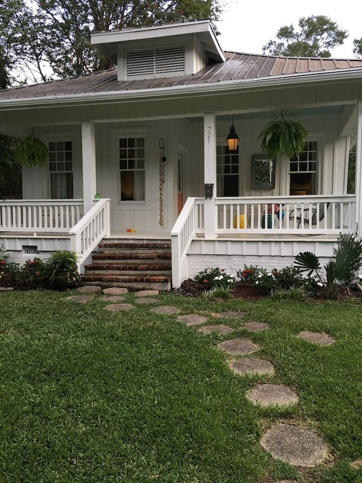 Beautiful house with a great front porch!!