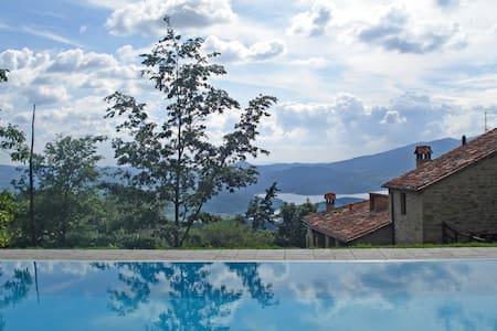 Vallorsaia, Private pool with view! - Sansepolcro - วิลล่า