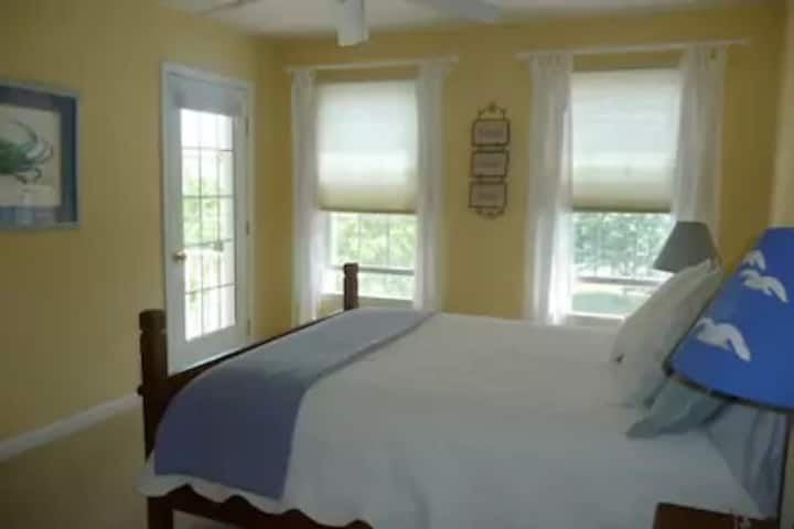 Quiet Rooms in Spacious Beach House