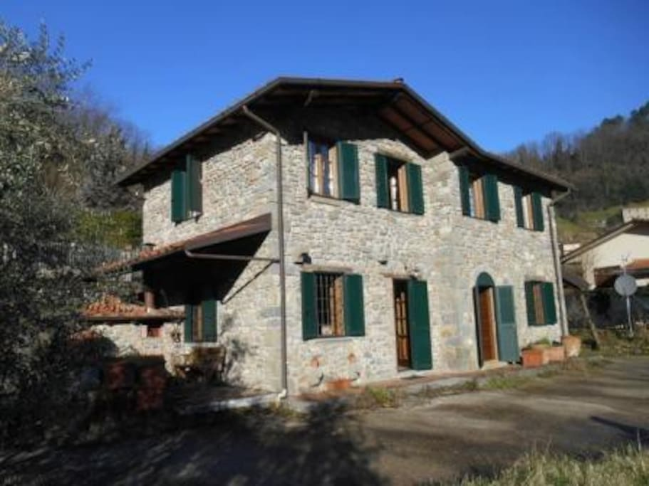 Casa terrarossa houses for rent in gromignana tuscany for Rent a house in tuscany