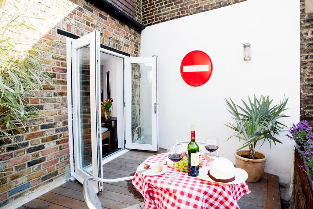Roof terrace perfect for a summers evening - next to the kitchen