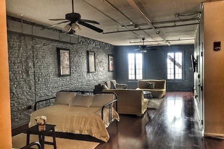 Huge French Quarter loft steps from all the Action - Nueva Orleans