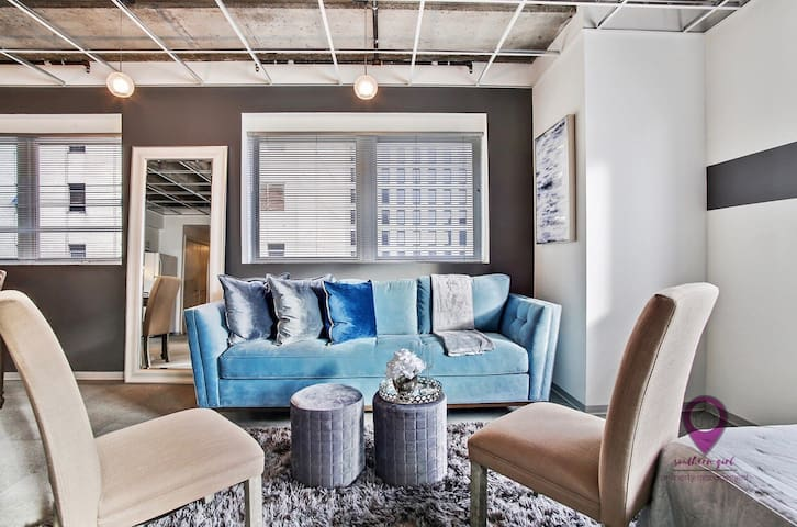SPACIOUS Downtown NEW ORLEANS 2BR Condo/Sleeps 10!