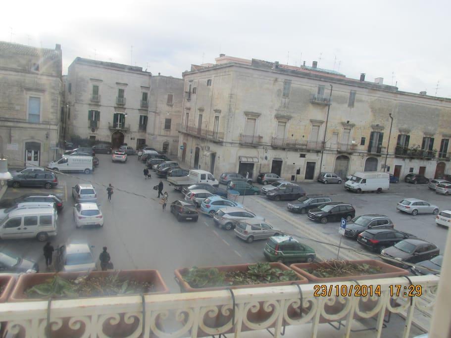 Vista panoramica di Piazza Castello e centro storico