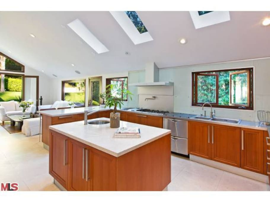 Kitchen w/Family Room
