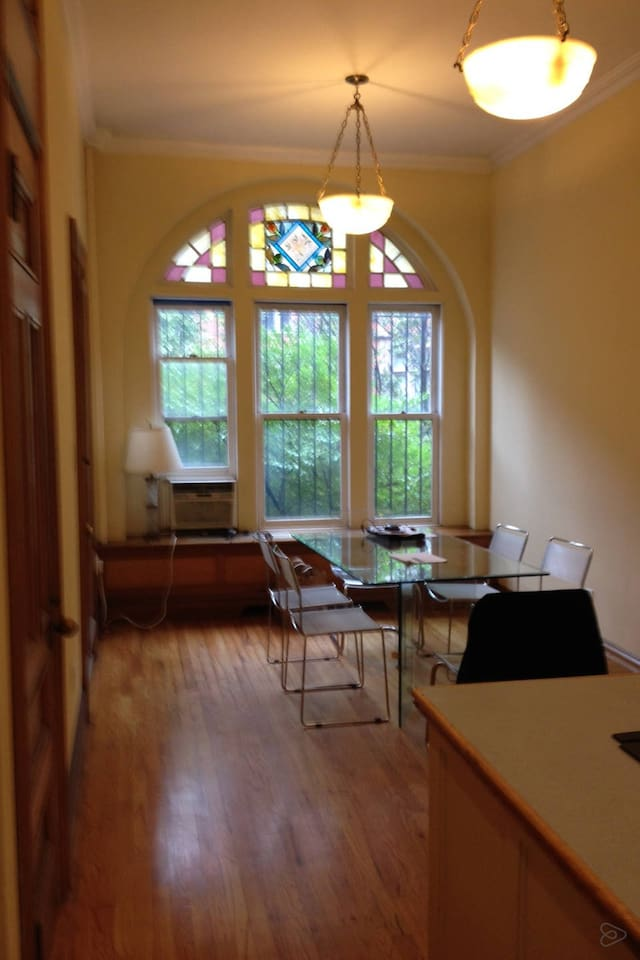 Large dining room, wbf, stained glass, open kitchen