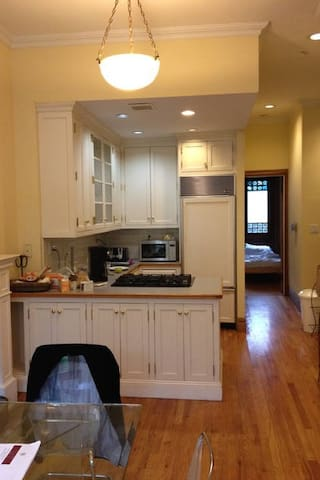 Open kitchen w d/w, sub-zero, fully equipped