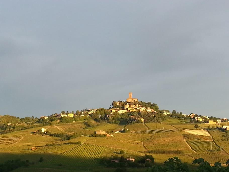 Castello di Cigognola, visto dal nostro b&b