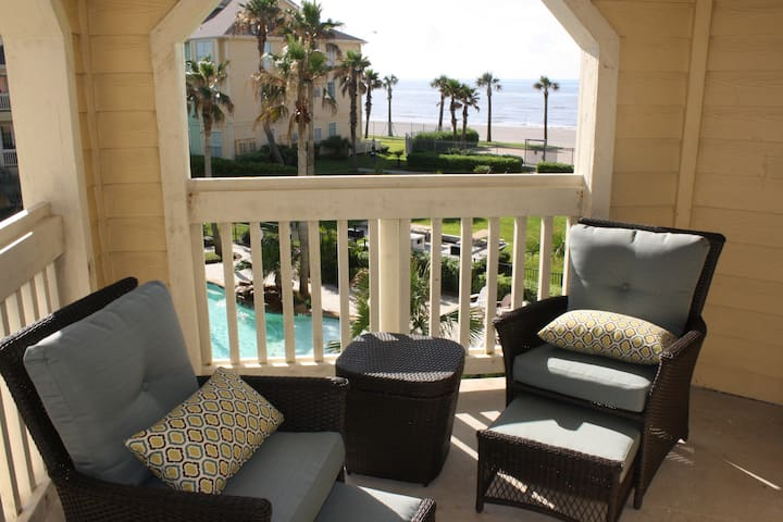 Luxury, beachfront condo - steps to the beach - Galveston - Condominium