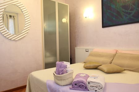 Gala B&B Lylla Suite Rome max 2 Pax - Bed & Breakfast
