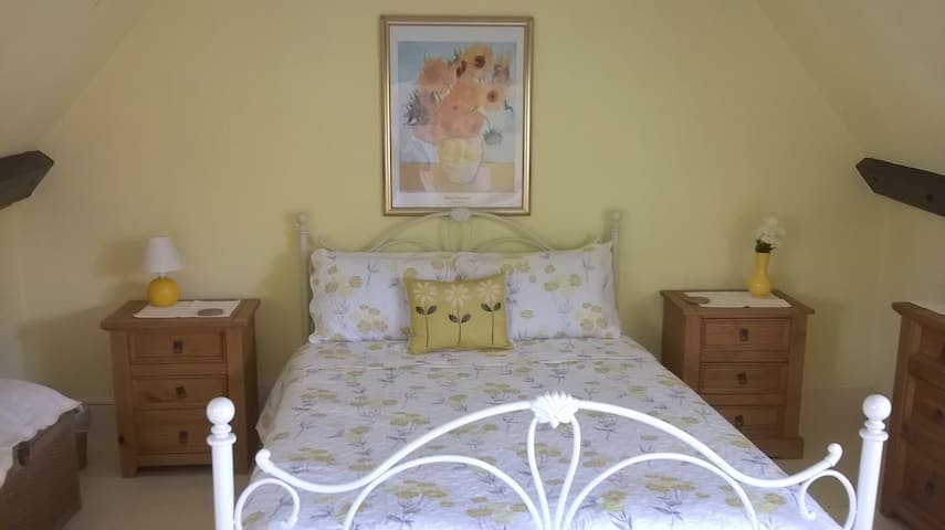 15th Century Room Sleeps up to 5 with Breakfast!