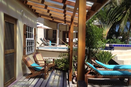 Amanda's Place Uno, Studio with Pool and Seaviews - Caye Caulker