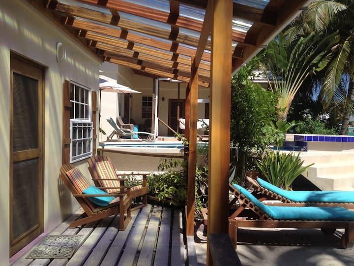 Amanda's Place Uno, Studio with Pool and Seaviews