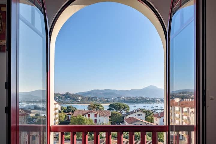 Luminous apartment with view of Basque region