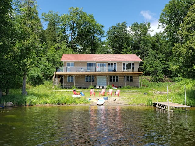 Family friendly large home with a great Waterfront