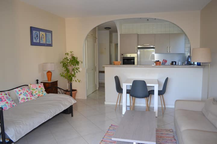 Cosy 2 room appartement in private estate