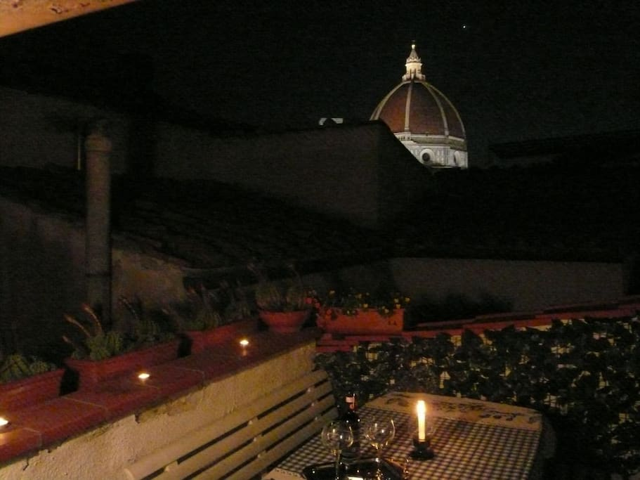 For romantic dinners by candlelight in the company of the cathedral