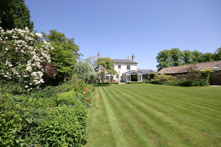 Beechwood House - 30% DISCOUNT FOR 'RULE OF SIX'!!