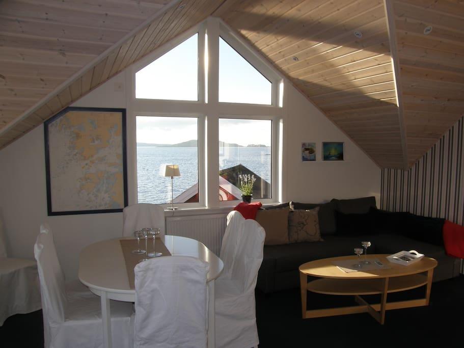 Storstugan med fönstret mot havet/Marstrand